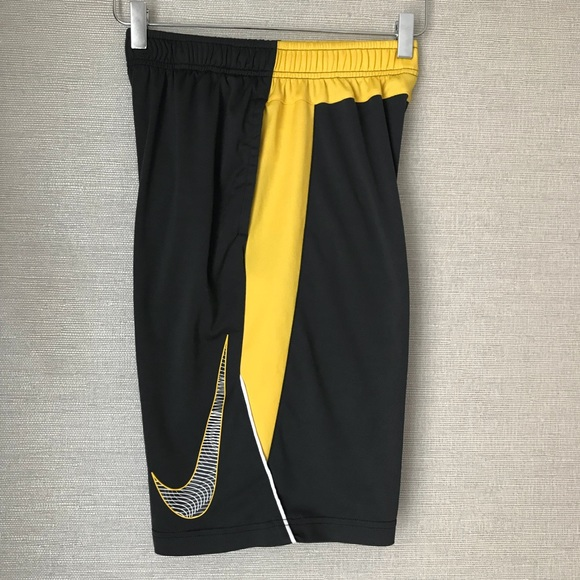 Black NWT Boys Nike Legacy Basketball Shorts
